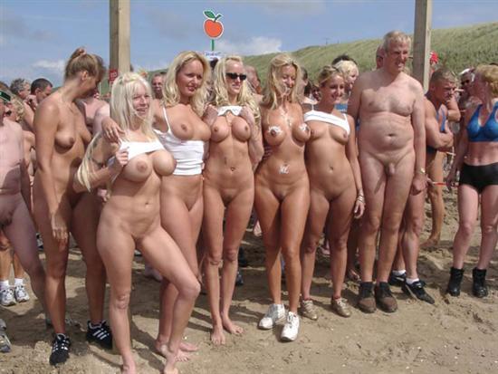 фото голых на улице девушек